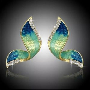 ELEGANT CZ GOLD PLATED BUTTERFLY WINGS EARRINGS